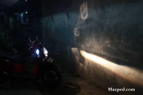 lampu dekat ke tembok
