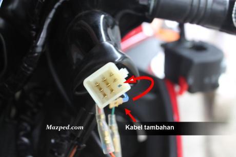 pasang kabel tambahan di soket kiri