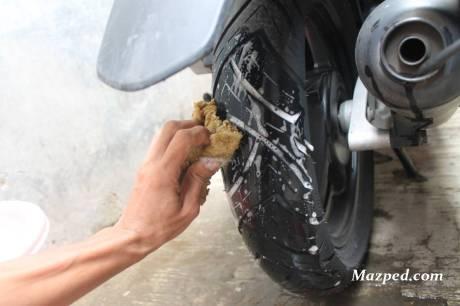 cuci ban dengan air sabun