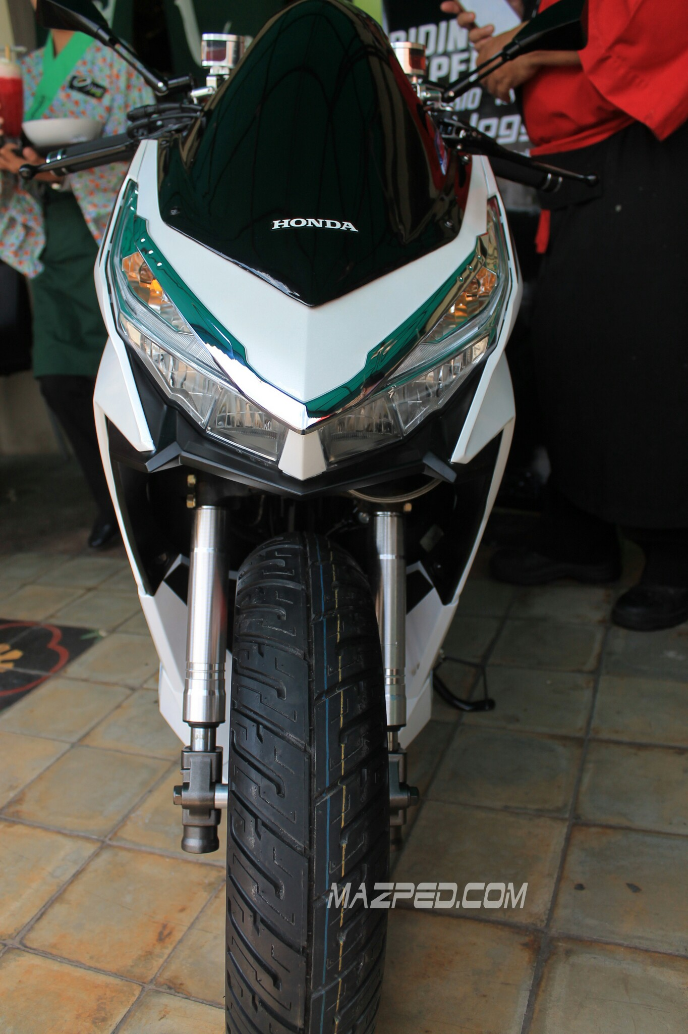Download Kumpulan Modifikasi Motor Vario 150 Warna Putih Terkeren